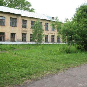 Задний двор маленькой школы