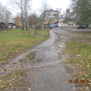 Дорожка во дворе дома по ул. Коммунистической, 1